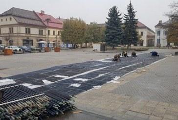 SURPRIZA: A inceput amenajarea patinoarului din Baia Mare (FOTO)