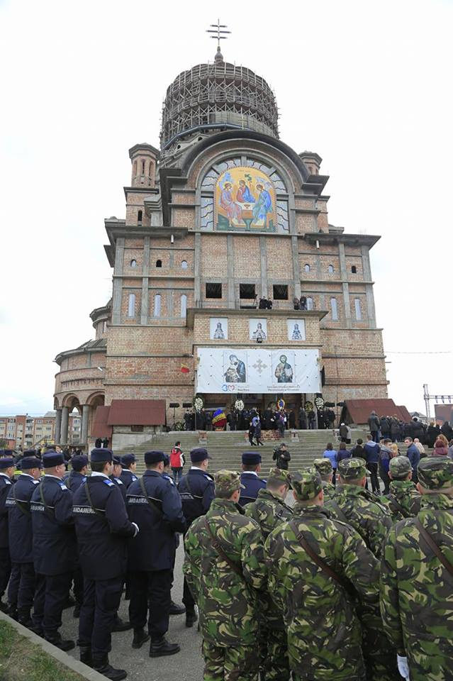 Monografie dedicata Catedralei Episcopale. Lacasul de cult din Baia Mare are 85 m