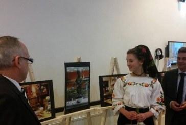 """Expozitie de fotografie: Maramureseanca Daria Fangli, castigatoarea concursului  de fotografie din cadrul proiectului  """"Sansa la cultura"""", sustinut de PES activists Romania (FOTO)"""