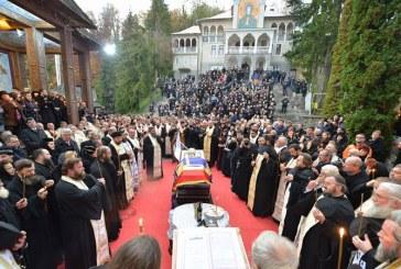 IPS Justinian Chira, inmormantat la intrarea in manastirea Rohia (FOTO)