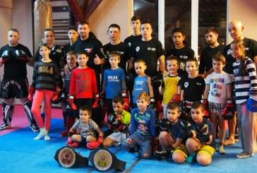 """Sportivii baimareni de la kickboxing participa la """"Centura Transilvaniei"""" (FOTO)"""