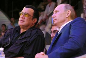 Vladimir Putin i-a dat pasaportul rusesc lui Steven Seagal