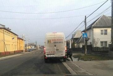 De la cititori: Masina postei private, pe post de taxi (FOTO)
