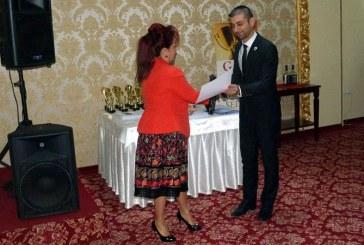 """Gabriel Zetea a oferit o diploma administratiei locale din Seini la cea de-a X-a editie a Galei """"Topul firmelor"""" (FOTO)"""