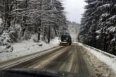 Zapada framantata in Pasul Prislop. Drumarii au imprastiata 62 tone de sare pe drumurile publice din judet
