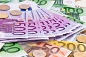 Euro revine spre 4,58 lei