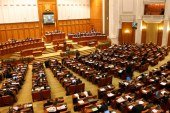 Senat: Vinerea Mare, zi de sarbatoare legala in care nu se lucreaza