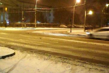 De la cititori: Drumurile din Baia Mare, sub zapada la prima ninsoare serioasa (FOTO)