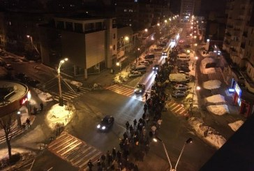 """Baimarenii au strigat din nou: """"Daca va pasa, iesiti din casa"""" (FOTO)"""