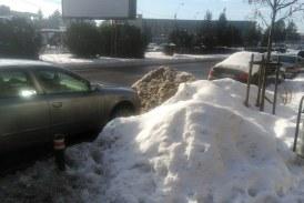 De la cititori: Reparatii de mantuiala printre mormane de zapada (FOTO)