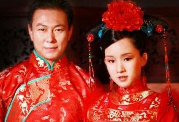 Aruncatul mirelui in zapada: traditie japoneza pentru noroc