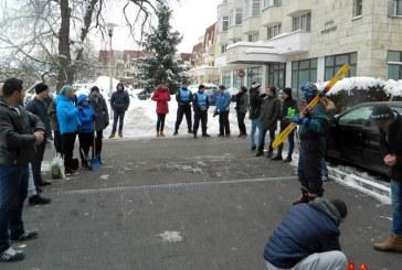 Protest pe schiuri si cu lumanari la Primaria Baia Mare (FOTO)