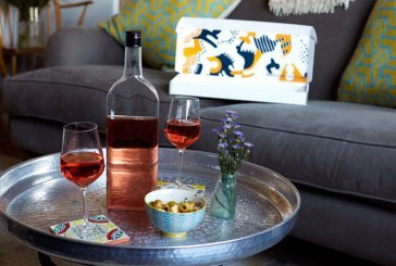 "O companie din Marea Britanie livreaza sticle de vin ce pot fi ""strecurate"" in cutia postala"