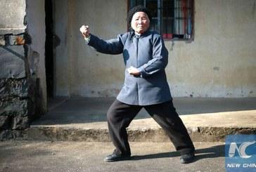 O bunicuta de 94 de ani din China isi apara vecinii cu tehnici de kung-fu