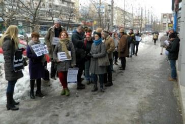 Gratiere: Protest in fata sediului PSD Maramures (FOTO)