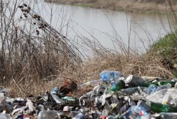 Poluare de proportii pe malul Somesului. Autoritatile de mediu din Maramures ridica din umeri (VIDEO)