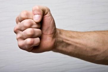 Baimareanca agresata fizic si amenintata cu moartea de sot