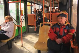 Pensionarii baimareni, umiliti cu o taxa pentru gratuitate. Viceprimarul Niculescu cere anularea sa