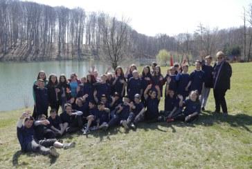 Responsabilitate: Lacul Nistru, ecologizat de elevii din Tautii Magheraus (VIDEO)