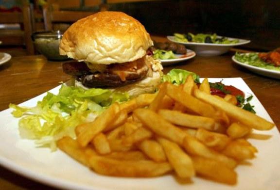 """Lipsa somnului creste nevoia de alimente tip """"junk-food"""" si riscul de obezitate"""