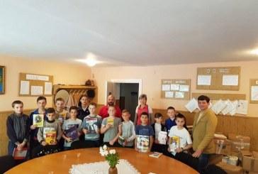 5.000 de carti si manuale, donate de maramureseni, au ajuns la romanii din Ucraina
