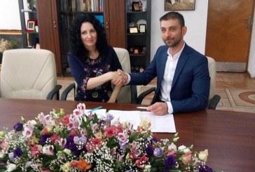 Presedintele CJ Maramures a semnat contractul de management al noului director de la Muzeul Satului