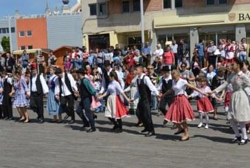 """Satu Mare: Festivalul Folcloric """"Rusaliile Rosii"""" – Gala Dansului Popular Maghiar"""