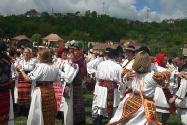 Judetul Bistrita-Nasaud – oficial in Cartea Recordurilor, prin portul popular si dansurile traditionale