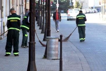 """Orasul Baia Mare este """"luat la maturat"""" de lucratorii firmelor de salubrizare"""