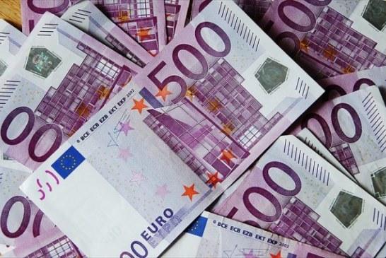 Euro revine la 4,66 lei