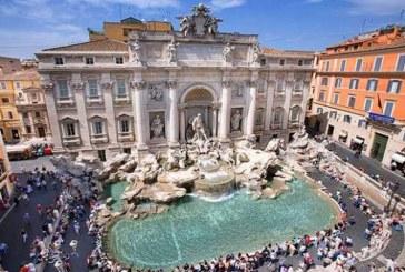 Primaria Romei va instala culoare de trecere pentru ca turistii sa nu se mai opreasca la Fontana di Trevi