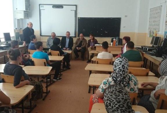 20 de elevi romi au abandonat scoala pentru ca autoritatile nu au gasit bani de transport