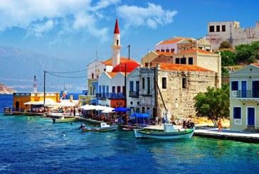 """""""Faceti fotografii, nu luati pietre ca amintire!"""", sunt indemnati turistii care viziteaza insula greceasca Skiathos"""