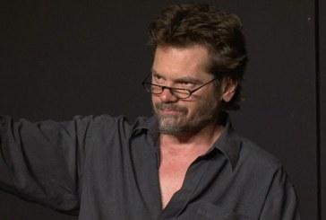 Enervat de gestul unui spectator, Florin Piersic Jr. a iesit de pe scena in timpul unui spectacol