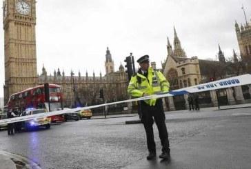 Politia britanica anunta arestarea unui barbat inarmat cu un cutit in fata Parlamentului din Londra