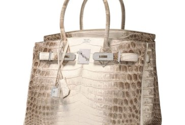 O geanta Hermes Birkin incrustata cu diamante, vanduta cu un pret record la o licitatie din Hong Kong