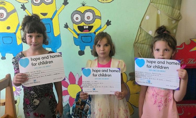 Hope and Homes for Children a premiat 30 de copii cu rezultate bune la invatatura din programele desfasurate in judetul Maramures