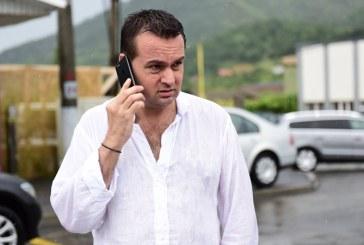 Alo, spitalul lu' mama? Sunt eu, dictatorul. Ma predau. E careva de garda?