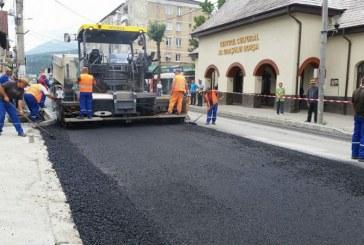Lucrari de asfaltare in centrul orasului Borsa, pe DN18