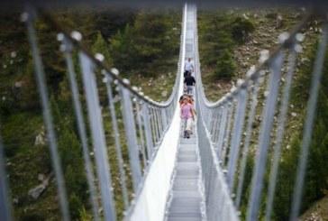 Cel mai lung pod pietonal suspendat din lume, inaugurat in Elvetia