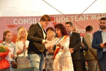 Zilele orasului Seini: Elevii cu rezultate bune la invatatura si la sport au fost premiati de primarul Gabriela Tulbure