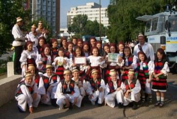 Ansamblul Mugurelul de la Clubul Copiilor Sighetu Marmatiei reprezinta Romania la un festival international de folclor din Serbia