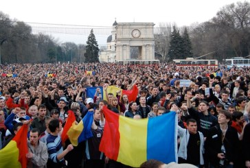 "Inlocuirea ""limbii moldovenesti"" prin ""limba romana"" in Constitutia Republicii Moldova, avizata pozitiv de comisii parlamentare"