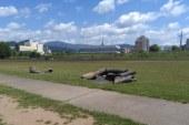 FOTO: Laude desarte – Stadionul de atletism, un proiect nefinalizat. Poate la alegeri…