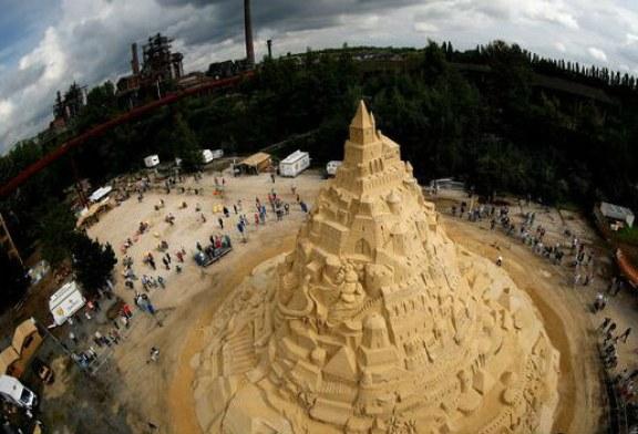 Orasul german Duisburg, noul detinator al recordului mondial pentru cel mai inalt castel de nisip