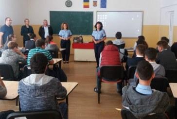 Politistii au desfasurat activitati preventive pentru siguranta elevilor din Ulmeni, Ardusat si Gardani