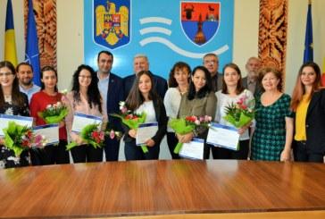 Stagiarii din Programul de Internship al Guvernului au terminat pregatirea la Institutia Prefectului-Judetul Maramures