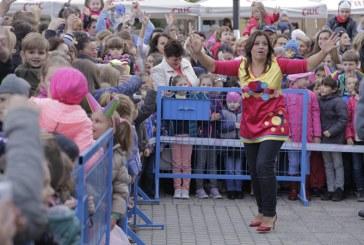 FOTO: Bucuria copiilor – Gasca Zurli, atractia zilei, in prima zi la scena Castanelor