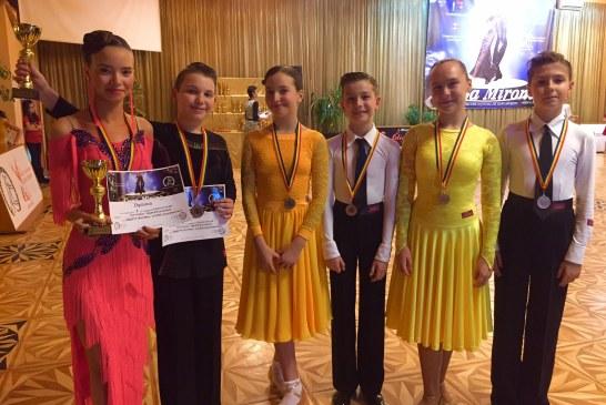 """Trei calificari in finalele """"Cupei Mirona"""" la Dans Sportiv pentru Galactic Dance"""