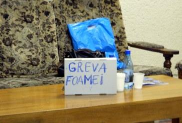 UPDATE: Femeie din Ruscova, in greva foamei la Prefectura
